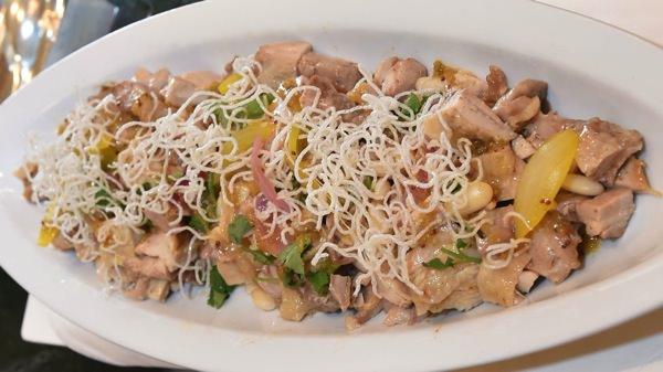 チキンと白インゲン豆のサラダ スパイシーオニオンソース