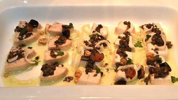 白身魚のスチーム ナスとオリーブのサルサ