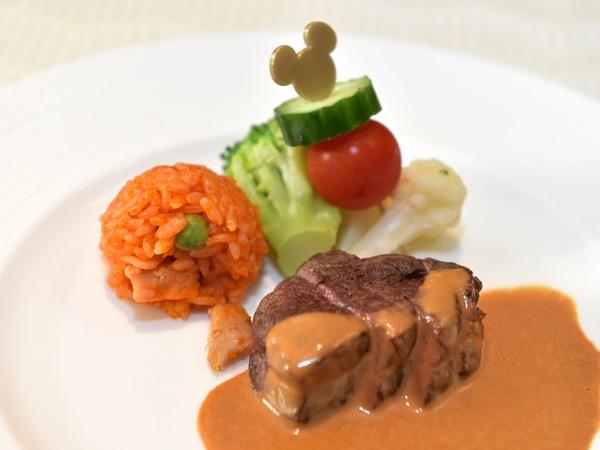 牛フィレ肉のステーキ  温野菜添え デミグラスソース