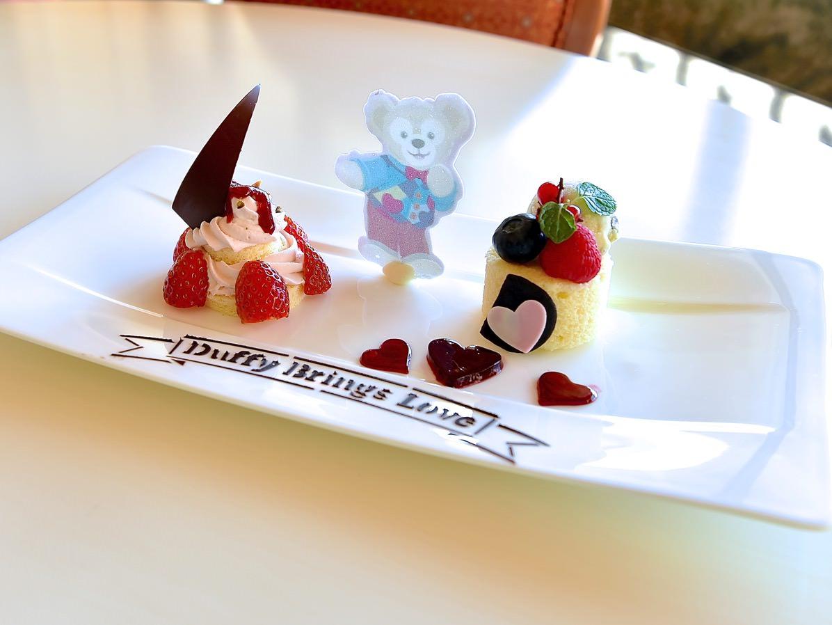 苺のティラミスとハイビスカスゼリー  ミントチョコレートアイスクリーム