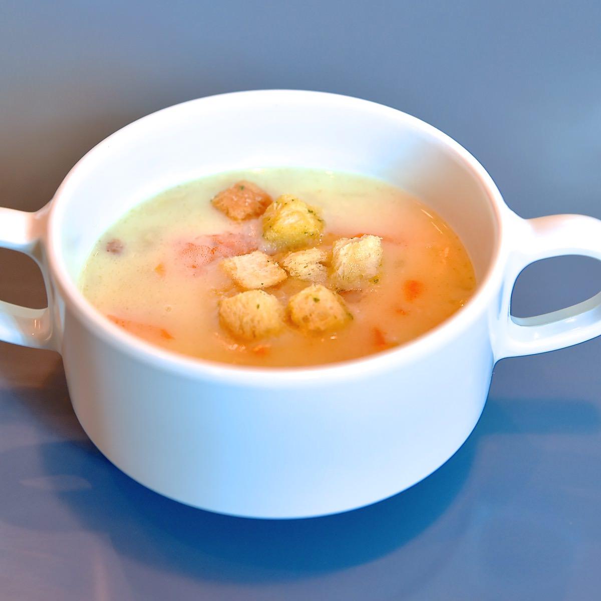 季節のスープ(チキンと海老の野菜クリームスープ)