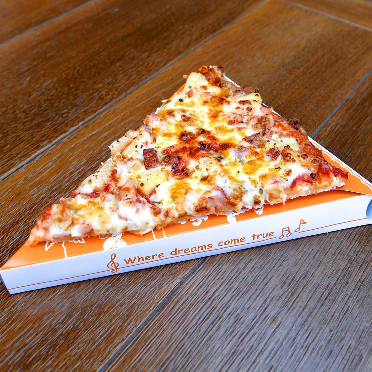 ベーコンとパイナップルのピザ