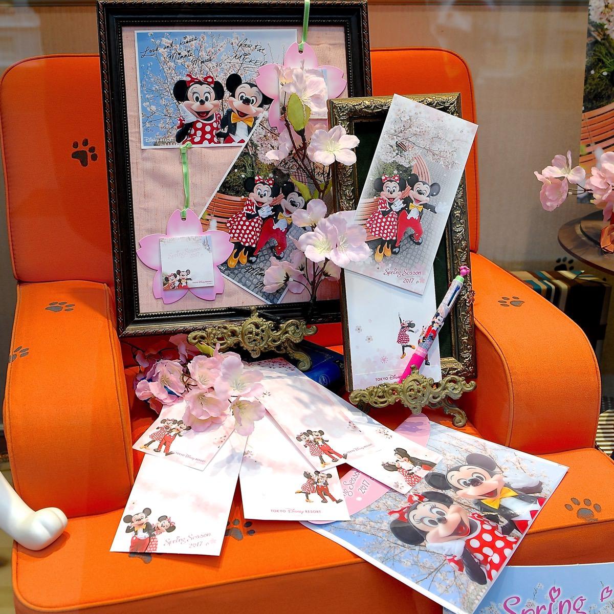 桜を背景にしたミッキー&ミニー実写デザイン!東京ディズニーランド