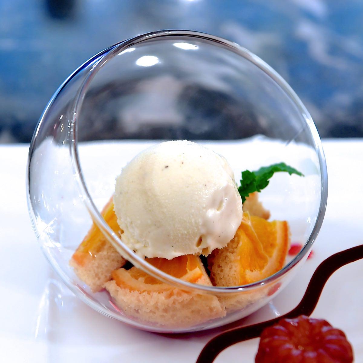 ラウンドグラスデザート(オレンジメイプルケーキ、バニラアイスクリーム)
