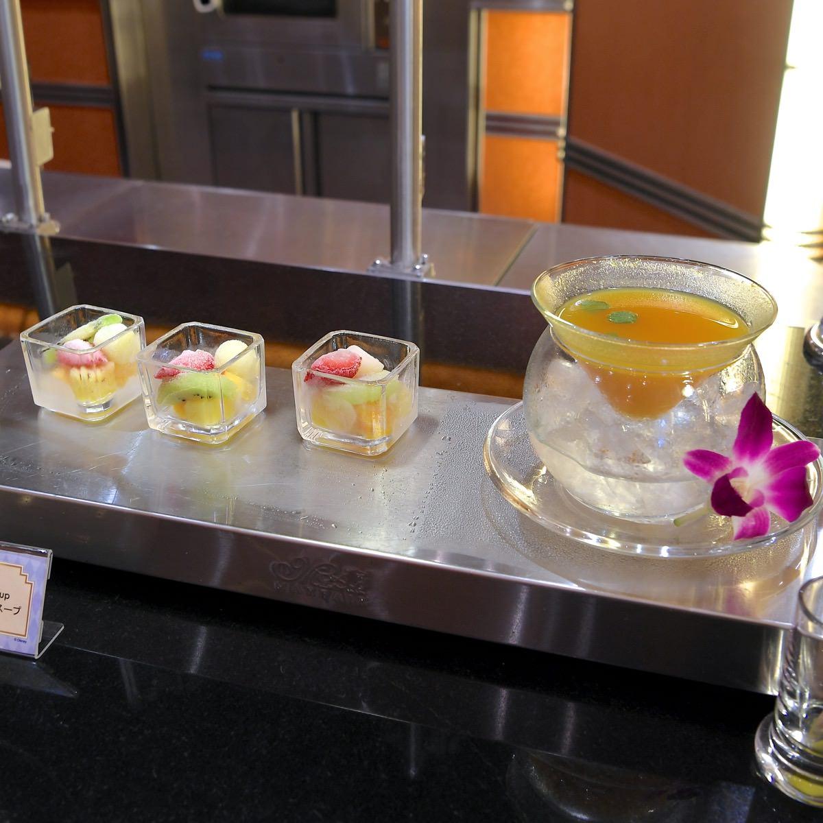 フローズンフルーツとトロピカルスープ