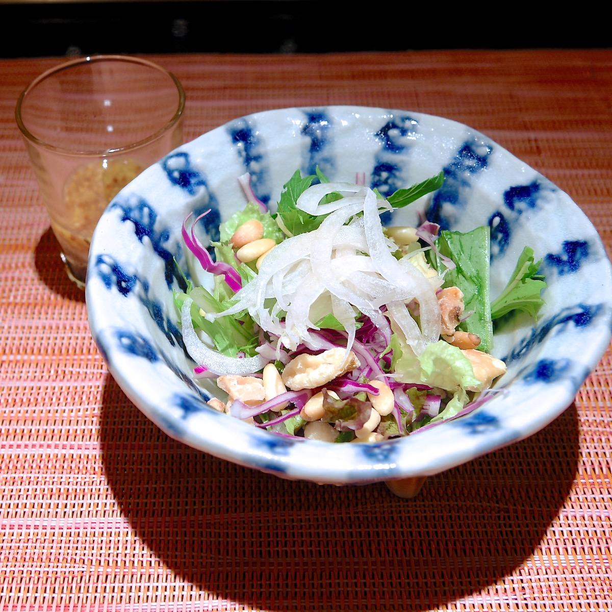 紫キャベツとナッツのサラダ