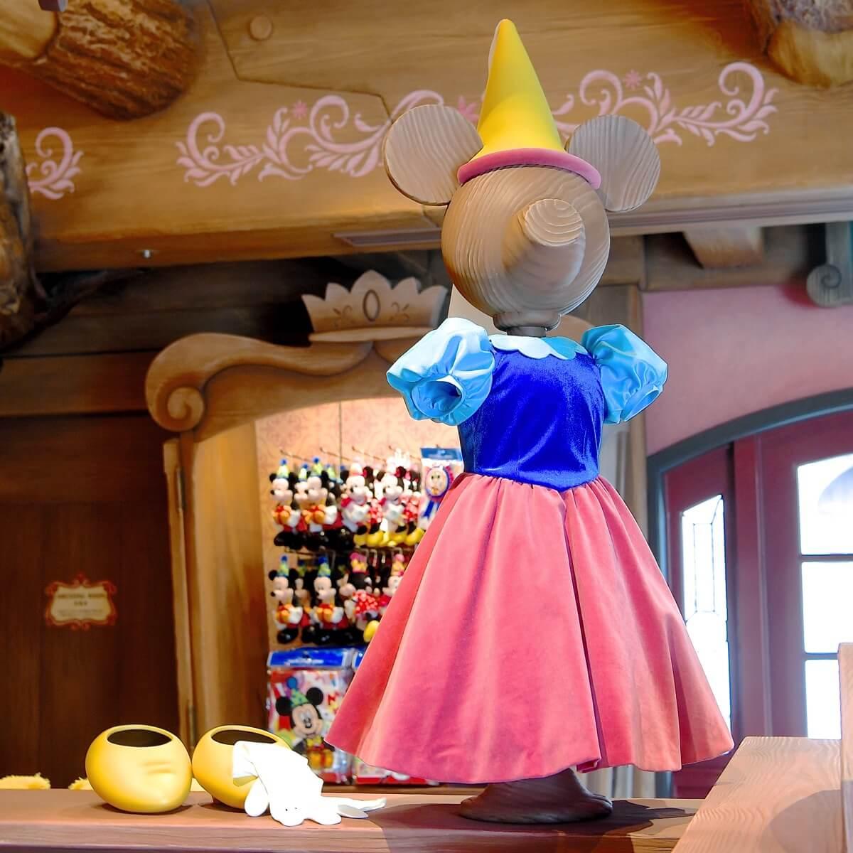 ミッキーが仕立てたミニーのドレス