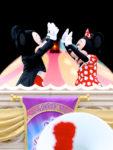 ハイタッチするミッキー&ミニー2