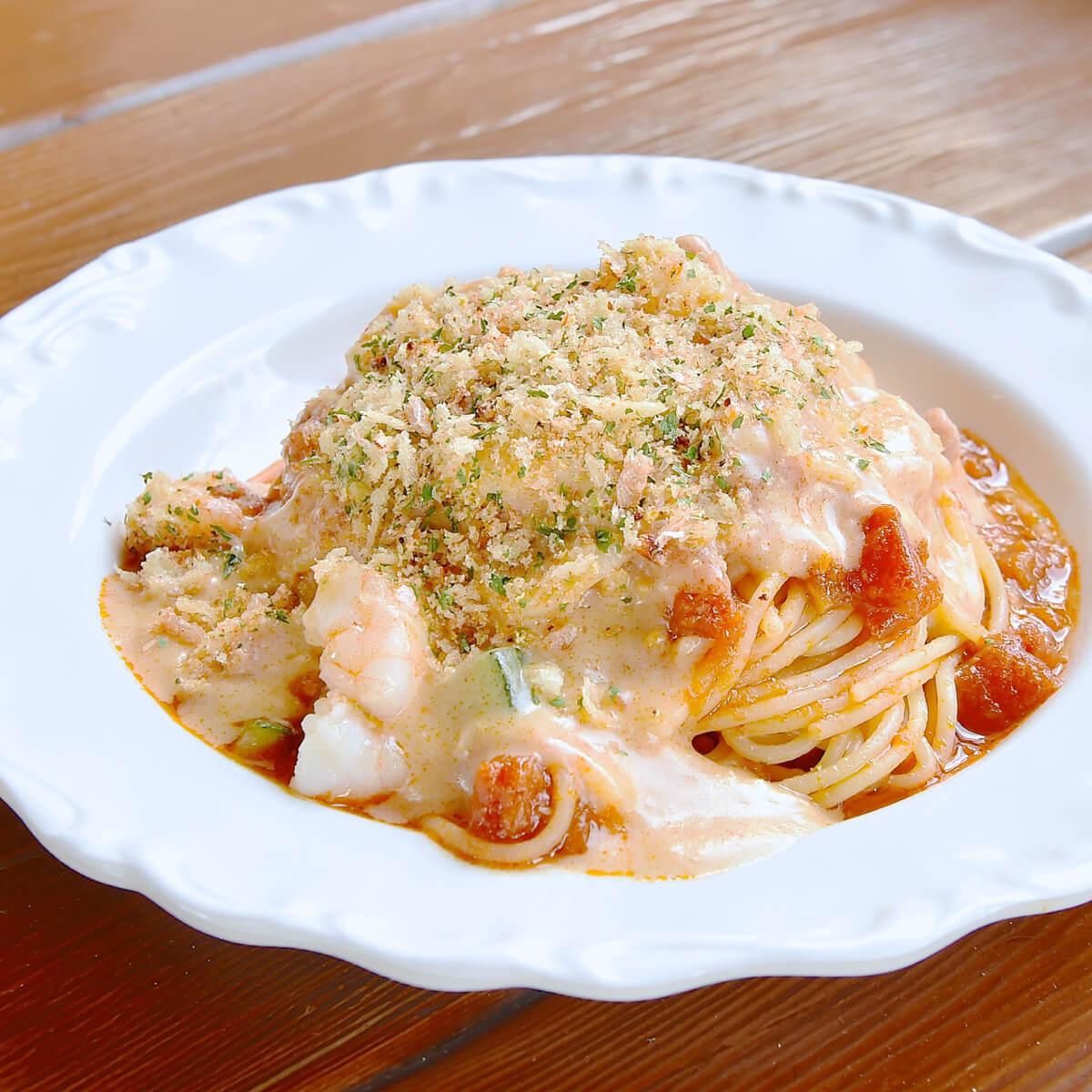 スパゲッティ、海老とズッキーニのトマトクリームソース