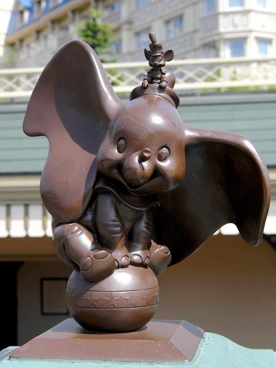 ダンボ&ティモシー ブロンズ像