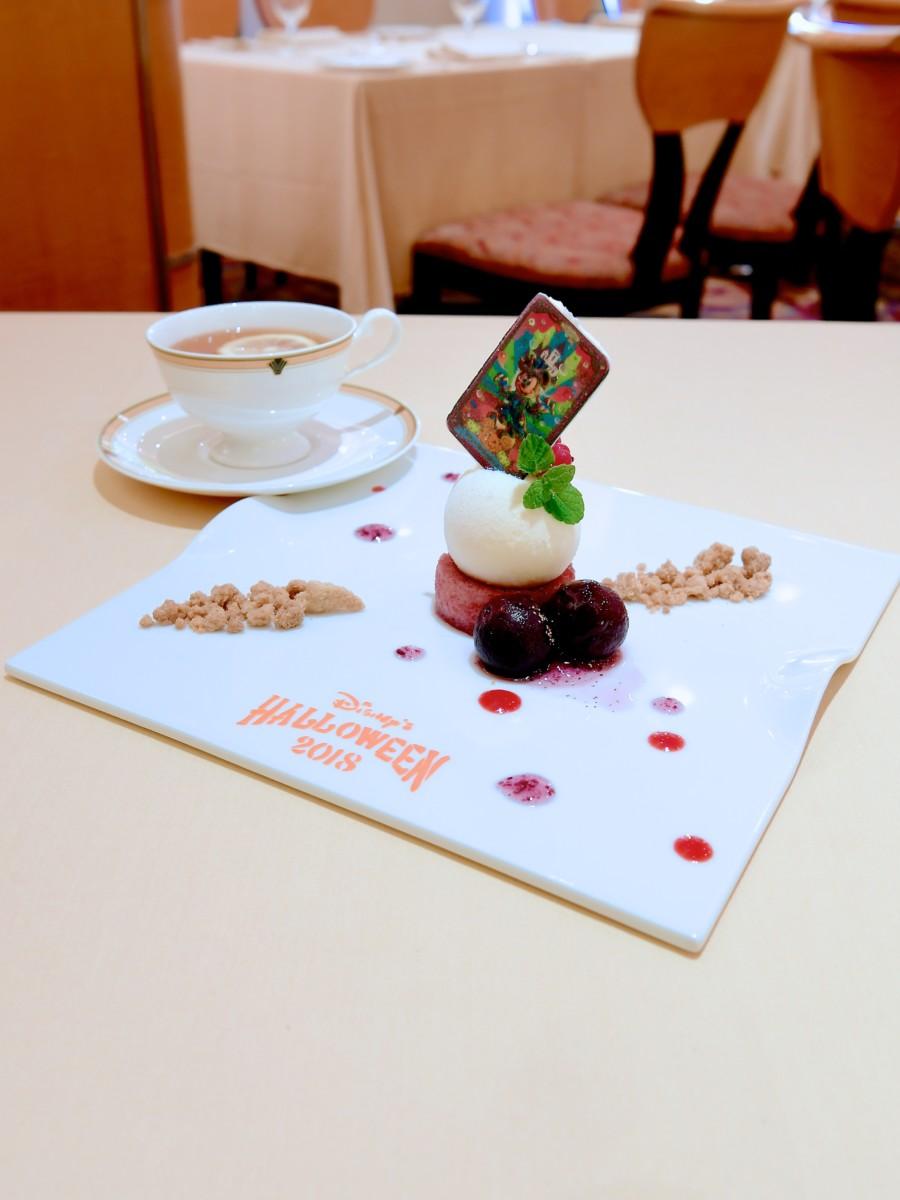 ブドウのコンポートとグランマルニエのパルフェグラス 紅茶