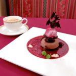 チョコレートムースケーキとカシスアイス 紅茶