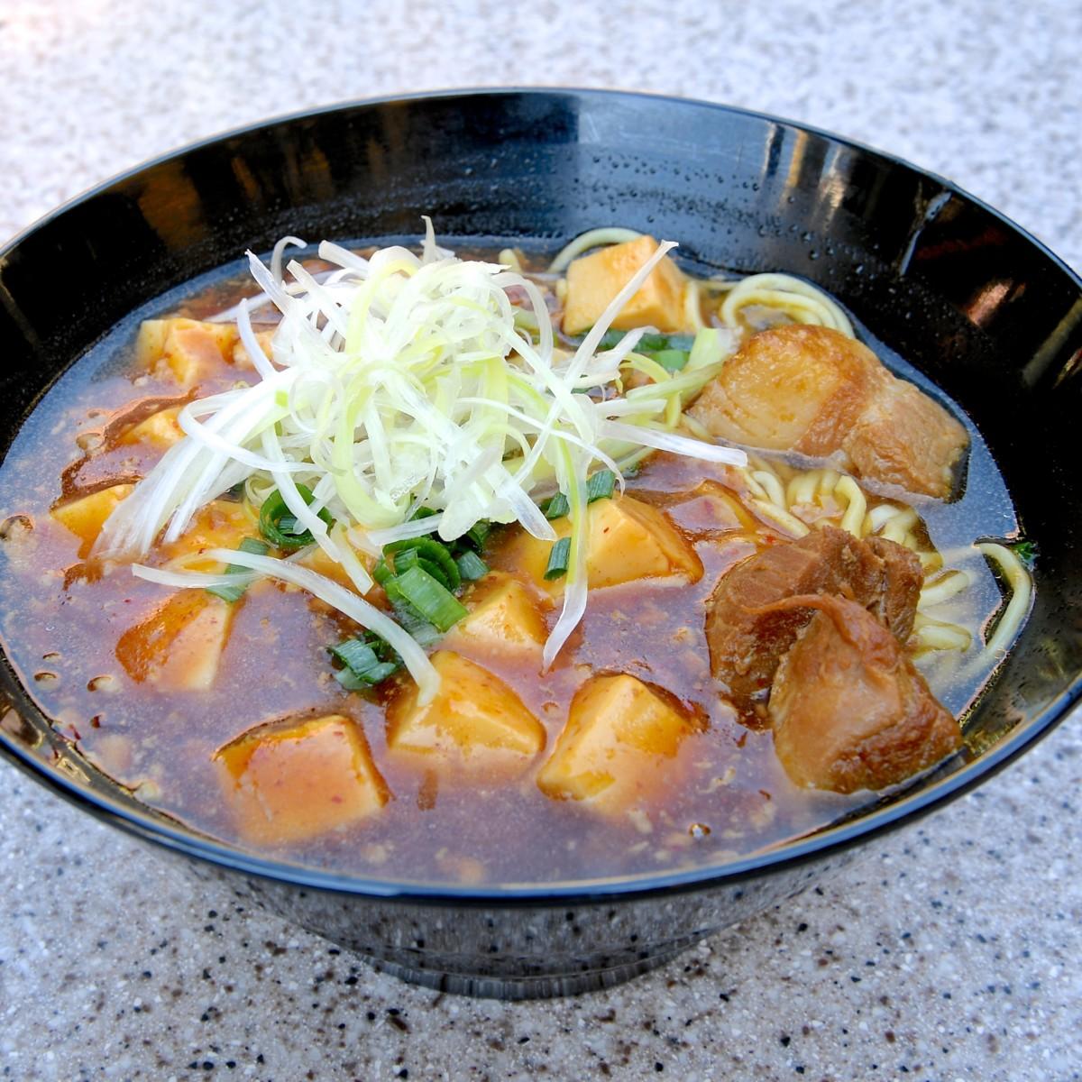 豚角煮とマーボー豆腐のあんかけ麺
