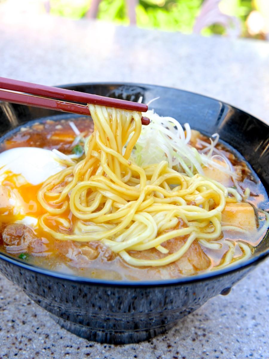 豚角煮とマーボー豆腐のあんかけ麺、半熟玉子添え 麺