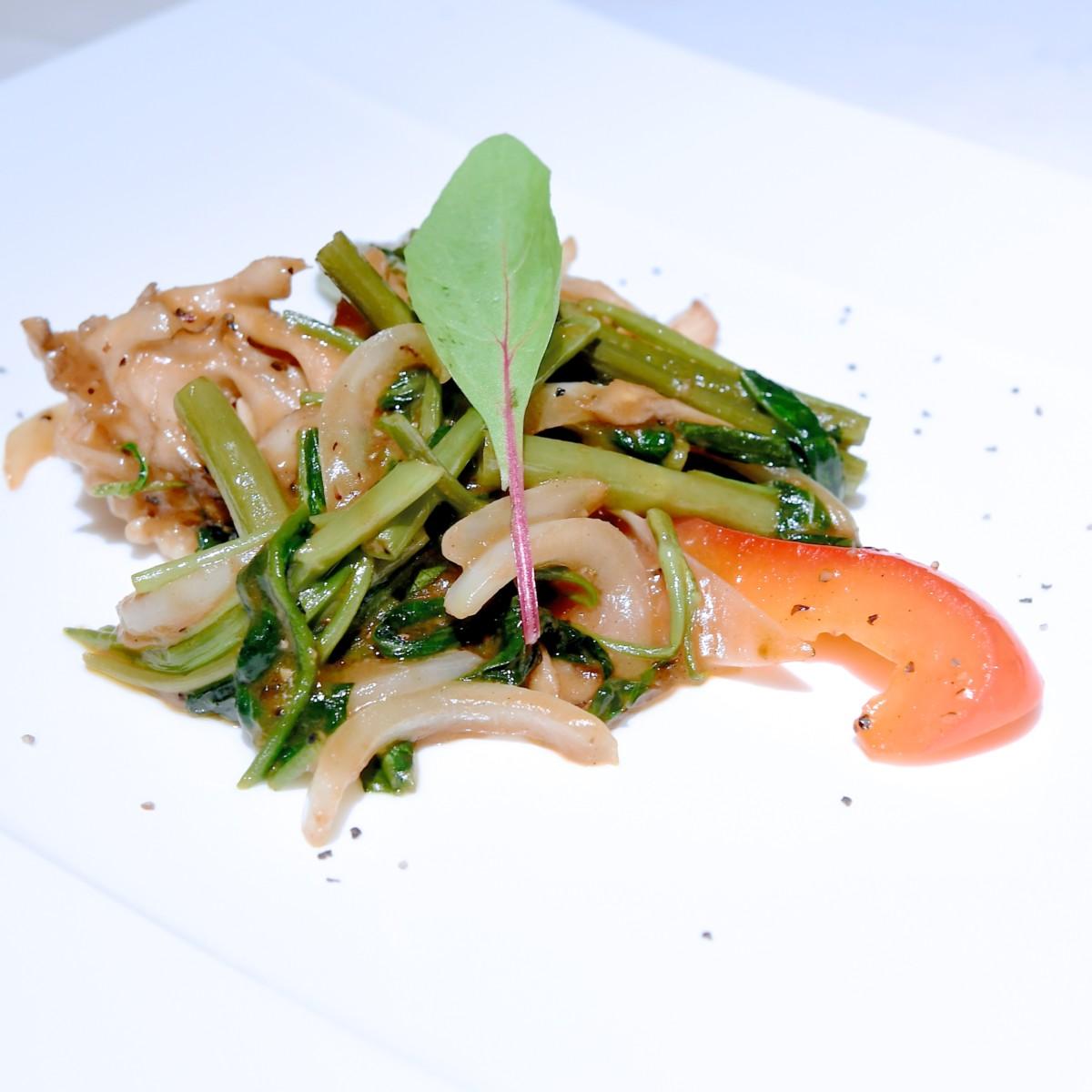 イカと野菜の黒胡椒炒め