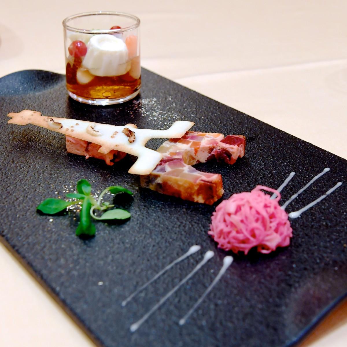 シーフードのパリソワール仕立て スペイン風オムレツと根セロリのサラダを添えて サイド