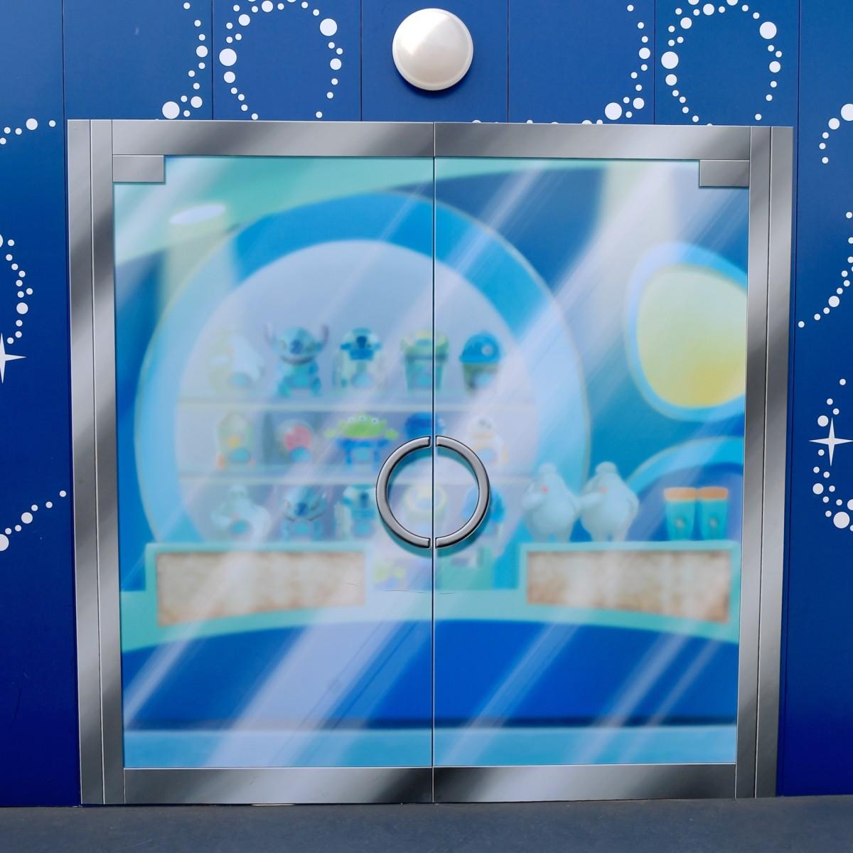 「ビッグホップ」の扉