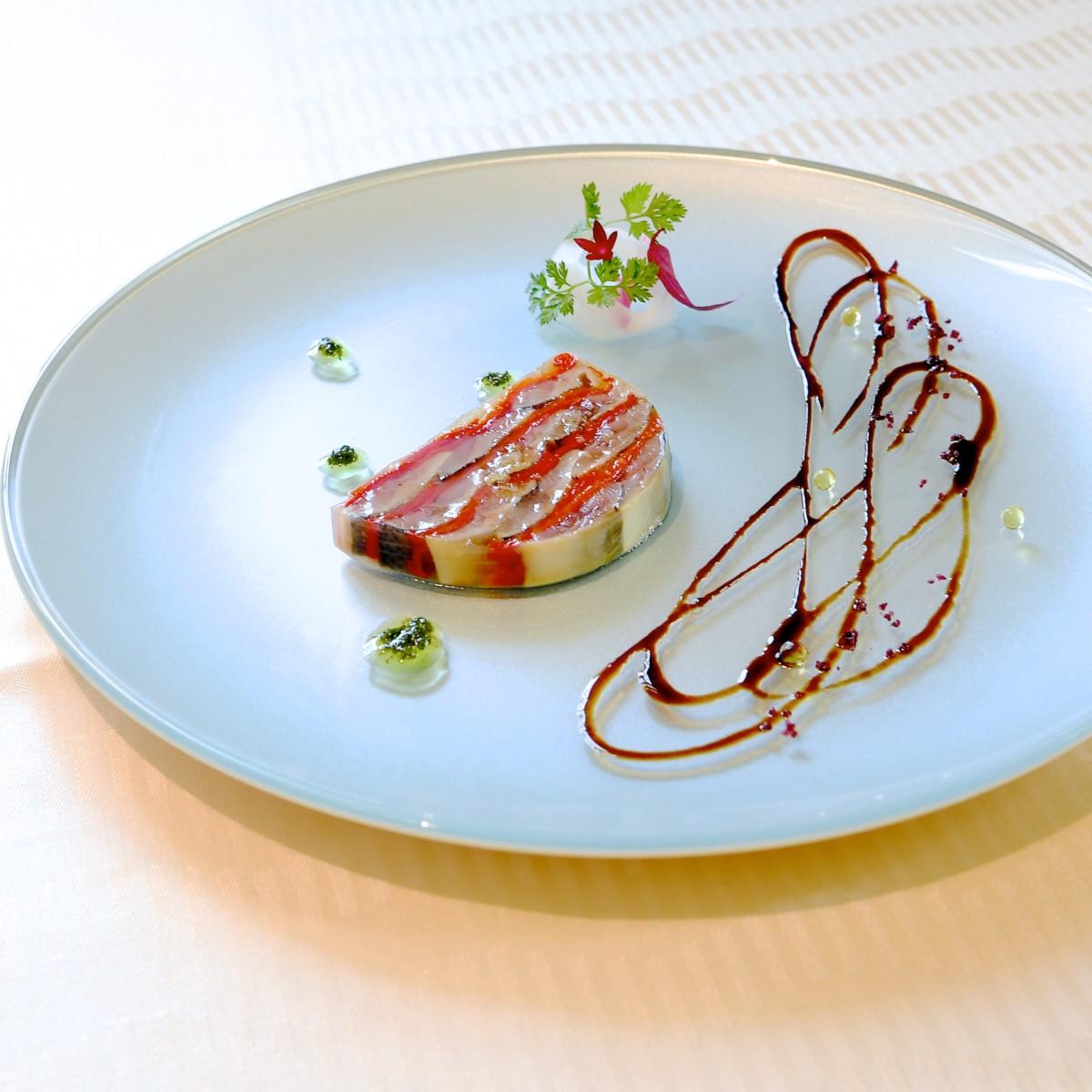 秋刀魚とピキージョのテリーヌ 大葉香るジェノヴァソース