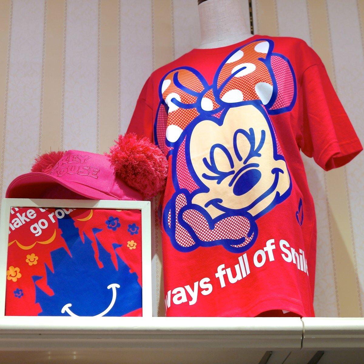 ミニー「Smiles all around!」Tシャツ