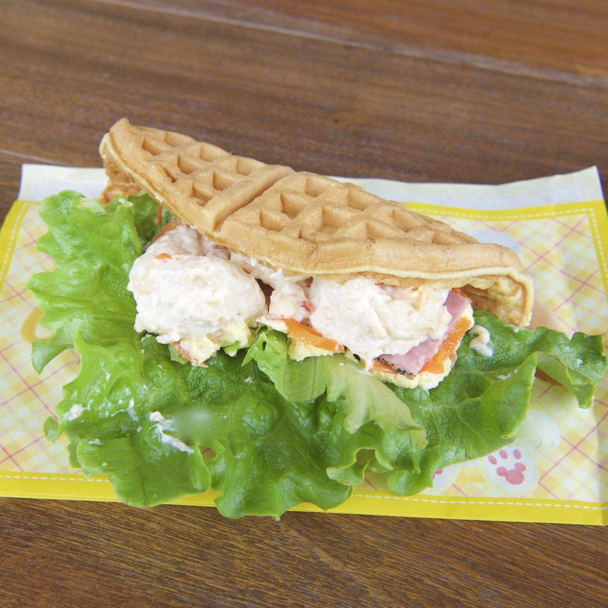 ワッフルサンド(海老フリット&エッグサラダ)