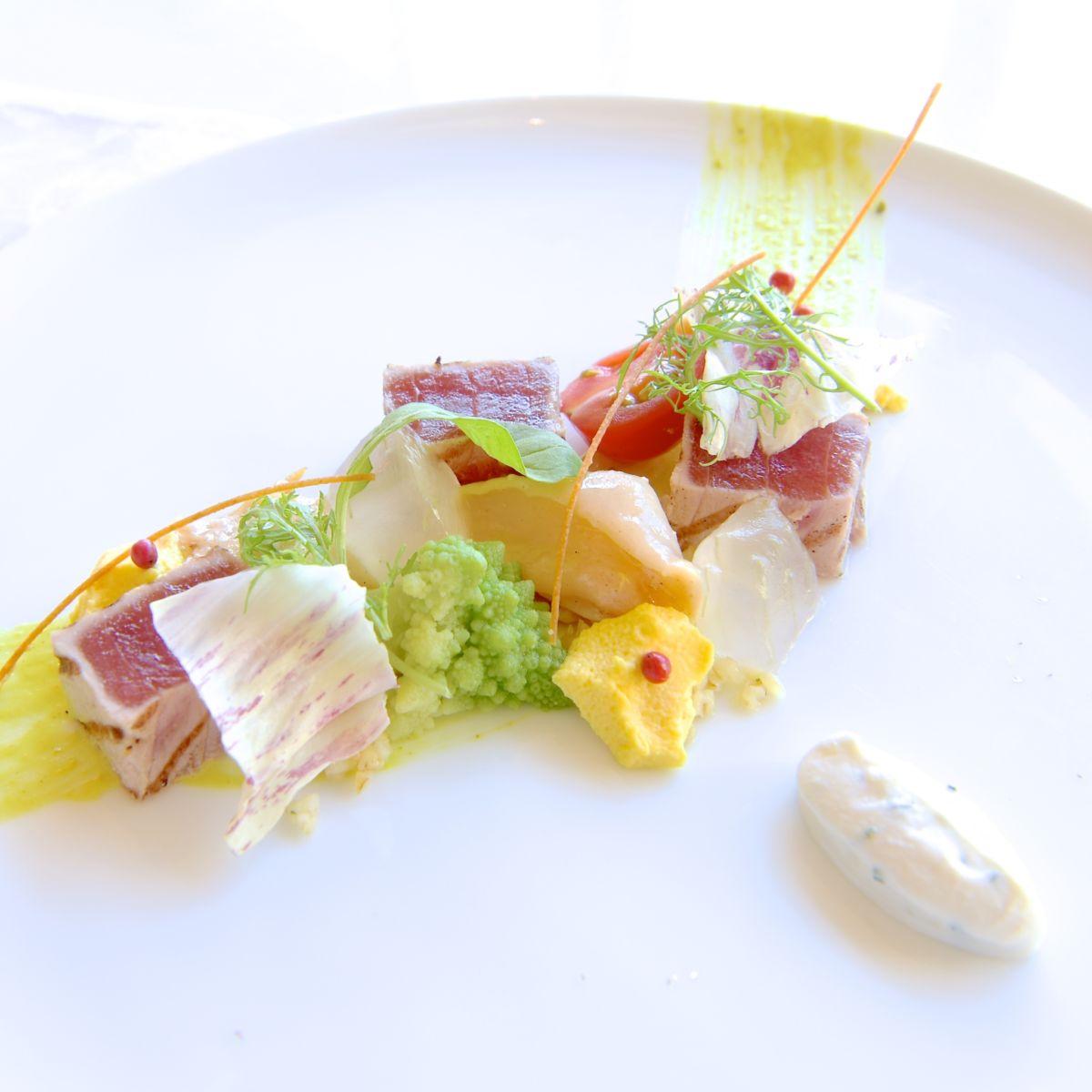 鮪のセミクルードとツブ貝のマリネ リコッタのクレマを添えて アップ