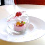 赤い果実のムースと白ワイン風味のレモンソルベ