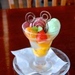 レストラン櫻 フルーツとわらびモチのパフェ、和三盆のシロップ