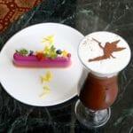 ドリーマーズ・ラウンジ オリジナルコーヒー(アイスカフェモカ ア・ラ・ディズニー)(ティンカー・ベル)とプリンセスケーキ