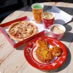 セバスチャンのカリプソキッチン  ソーセージとベーコンのピザ