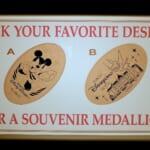 ディズニーホテル スポーツをするミッキーマウスデザインスーベニアメダル2021