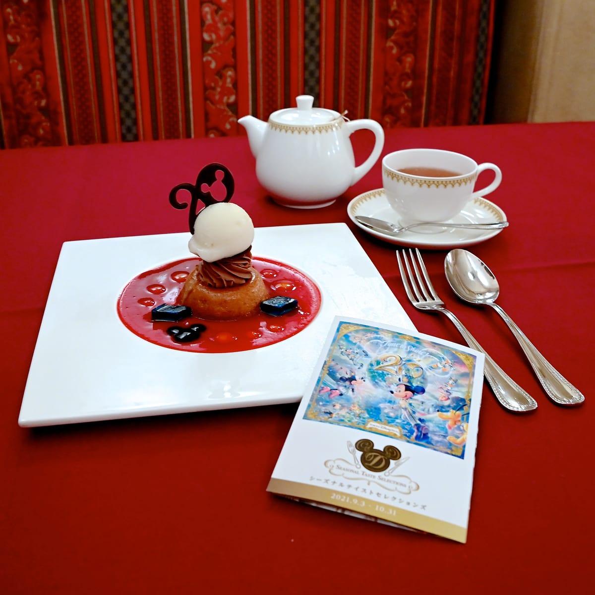 プラリネ・パンドジェンヌ、ナッツ入りミルクチョコレートクリームとラ・フランスのソルベ添え コーヒーまたは紅茶